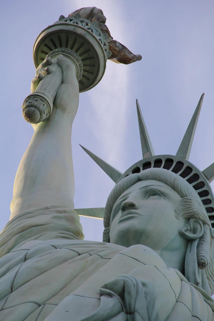 Rząd amerykański wydaje coraz więcej pieniędzy na zasiłki